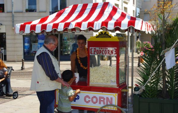 Stand pop-corn sur grand chariot
