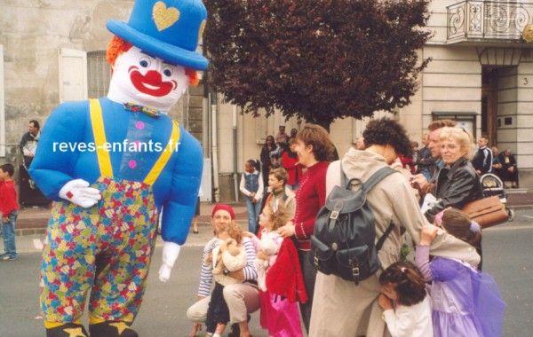Clown publicitaire déambulatoire