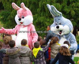 Pâques 2017 – Réservez vos locations de mascottes lapins, poules et poussins.