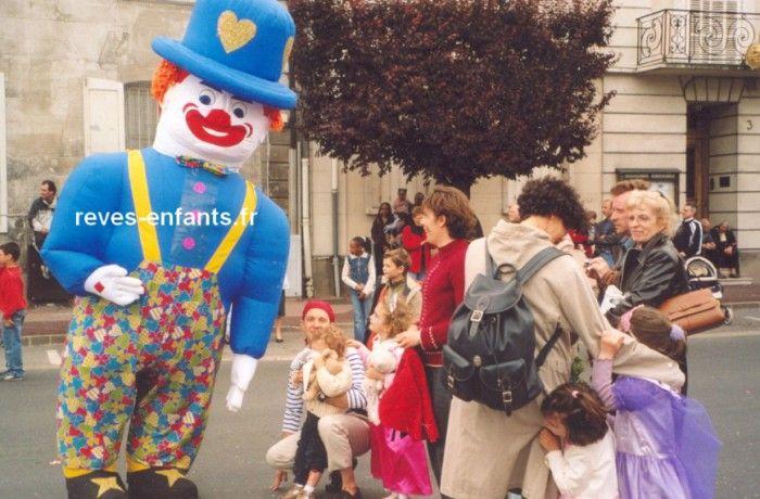 location Clown publicitaire déambulatoire ile de france